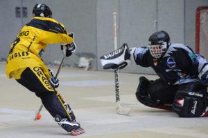 Torsituation beim Inline-Skaterhockey
